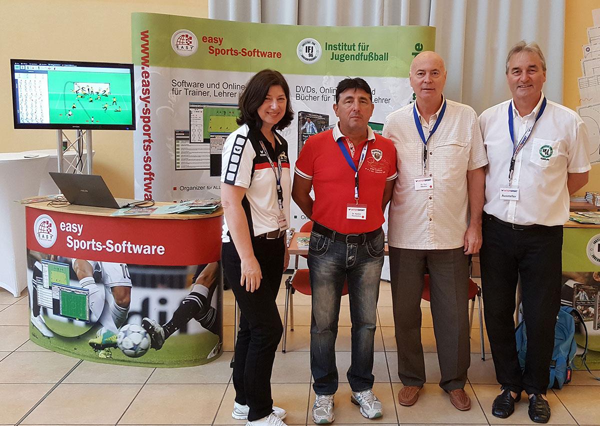 Dr. Yuri Nikolov und Dr. Nestor Yourourow (Bulgarischer Fußballverband) hier mit Dr. Marion Becker-Richter (easy Sports-Software) und Peter Schreiner (Institut für Jugendfußball)