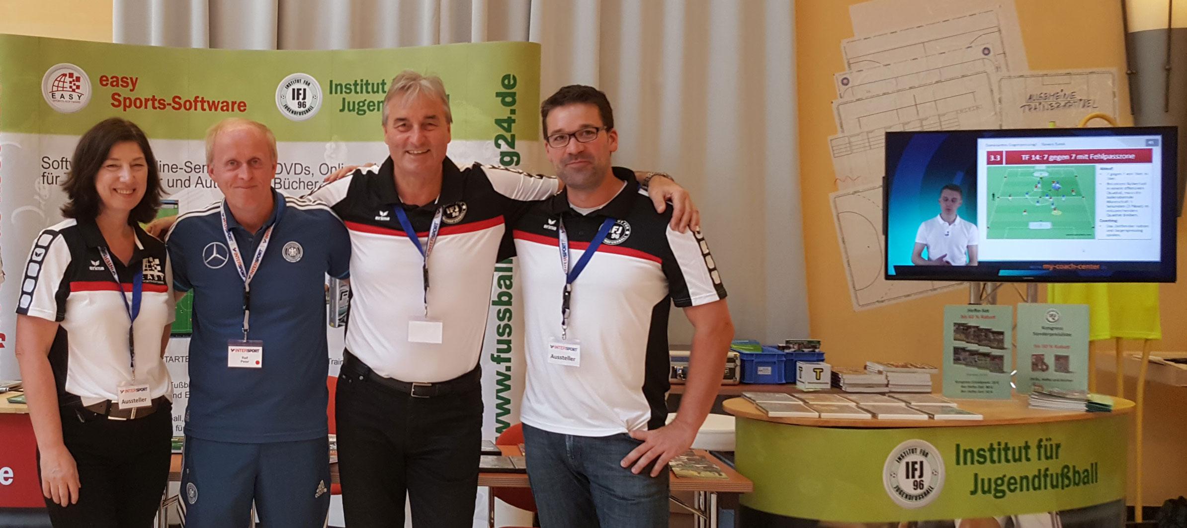 Ralf Peter am Stand Institut für Jugendfußball/easy Sports-Software