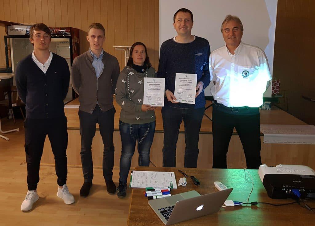 Matthias Biggen und Sandra Petereit hier mit den Referenten Steven Turek und Jonas Stephan und Peter Schreiner (IFJ96)