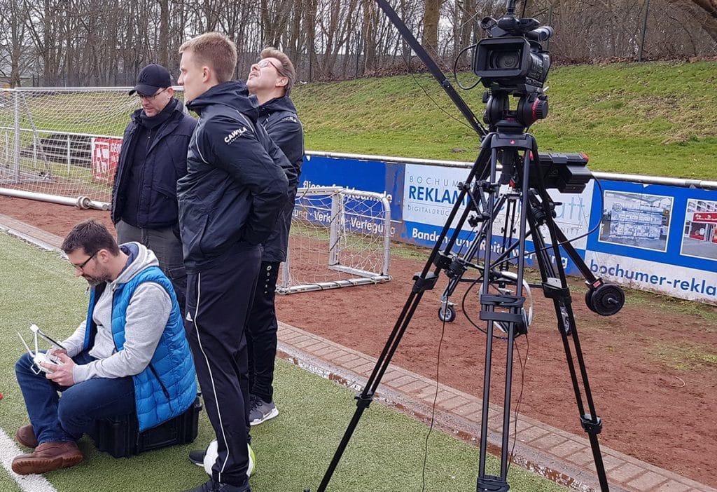 Oliver Schreiner bringt die Drohne in Position