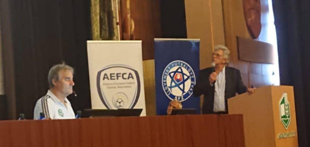 Peter Schreiner zeigt Software für Fußballtrainer vor über 300 Teilnehmern des Kongresses in Nitra