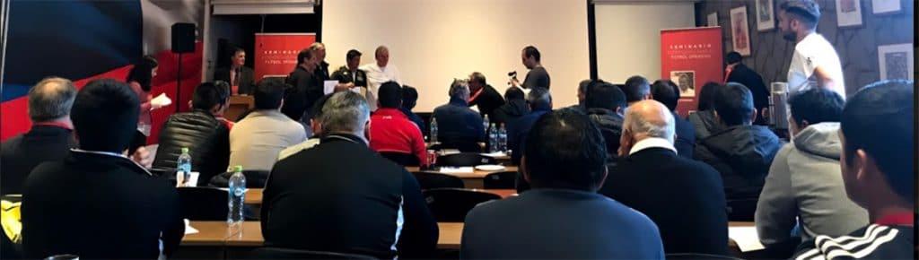 Alle Teilnehmer erhielten nach den Seminaren ein Zertifikat, sowie ein Erinnerungsfoto mit den Seminarleitern Reinaldo Rueda und Peter Schreiner