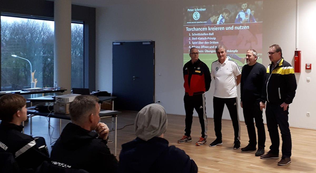 Christoph Riesselmann, Peter Schreiner, Ali Boydak, Manager Norbert Vornhagen bei der Eröffnung des Seminars in Lohne