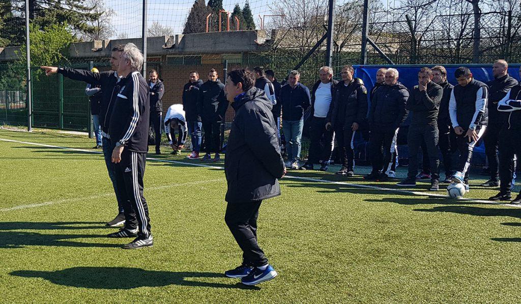 Dimitar Berbatov (Leverkusen, Man United, Tottenham) und Peter Schreiner bereiten eine Passform mit Torschuss vor. (Übersetzer: Dr. Nestor Yourouow)