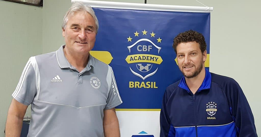 Elano Blumer (ehm. Nationalspieler 2004-11 und Manchester City, FC Santos etc.)