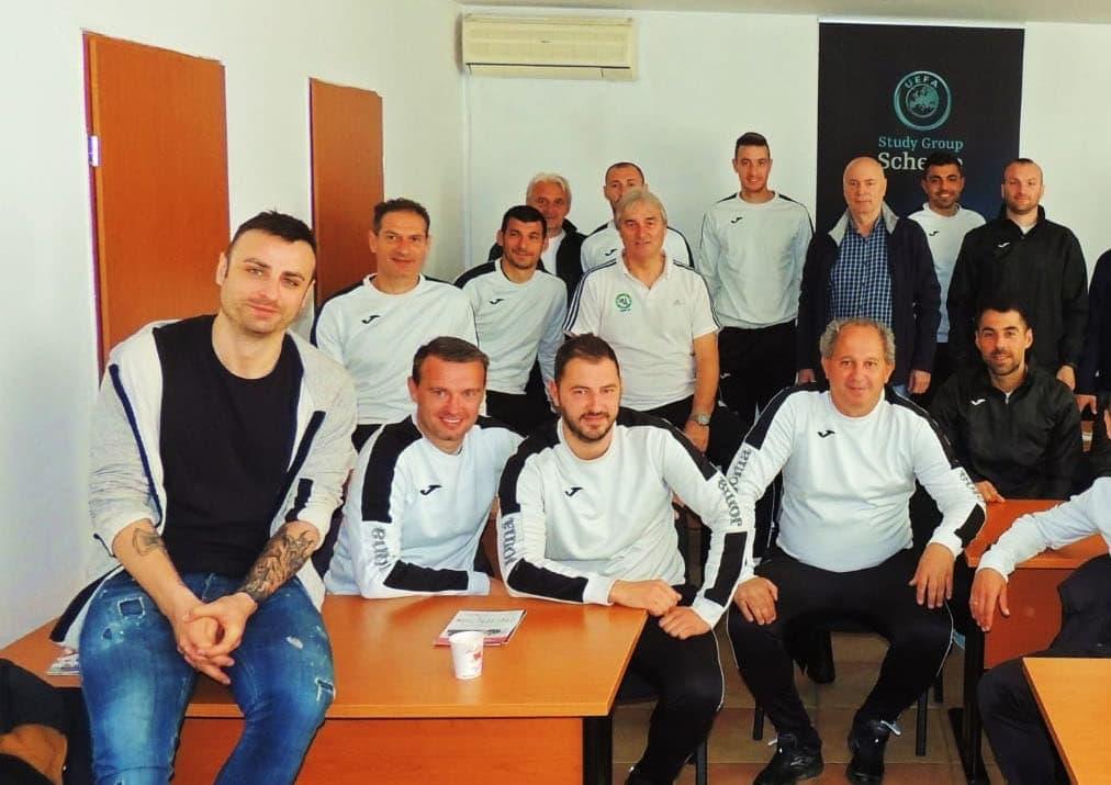 April 2019 - A-Lizenz-Kurs in Bulgarien mit Dimitar Berbatov. Peter Schreiner zeigt Trainingsformen zu Torschuss und Schnittstellenball.